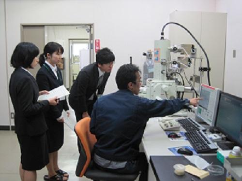 SEMの説明(電子顕微鏡室)