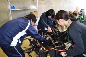 電気自動車の分解と組立